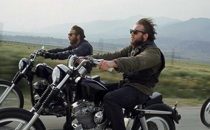 Hell's Angels unterwegs auf Choppern