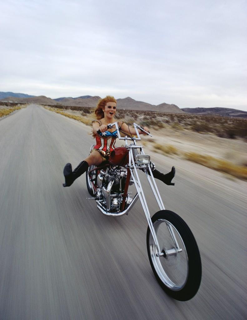 Schauspielerin Ann-Margret auf dem Chopper, Las Vegas