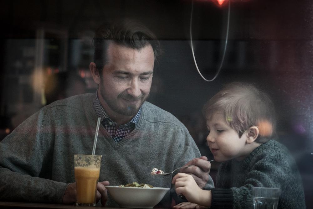Bru und Tati im Café Cordial