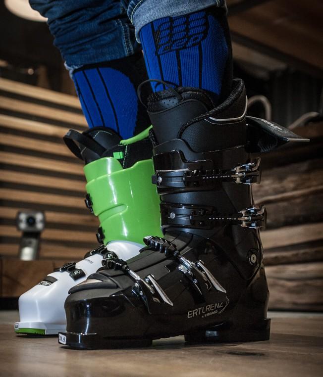 Verschiedene Skischuh-Modelle vor der Anpassung