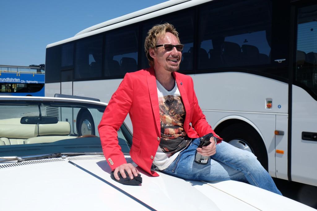 Touristen-Attraktion: Stephan und sein Auto