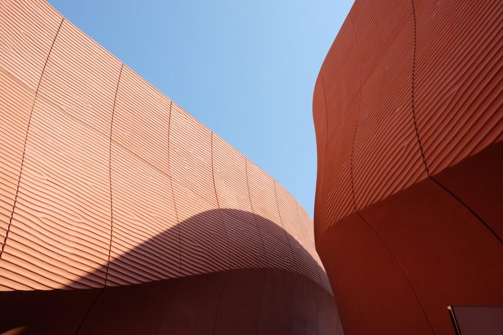 Der Pavillon der Arabischen Emirate erinnert an Dünen