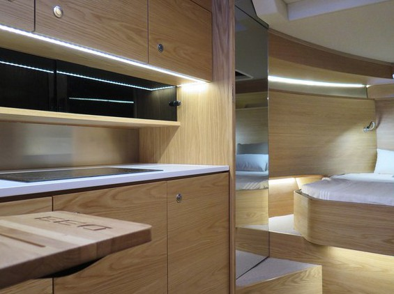 Küche und Kabine - alles da, was man braucht