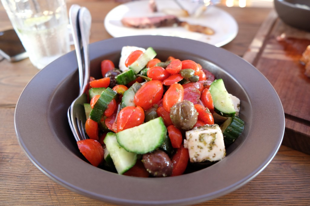 Griechischer Salat im Scorpios Beach Club Mykonos