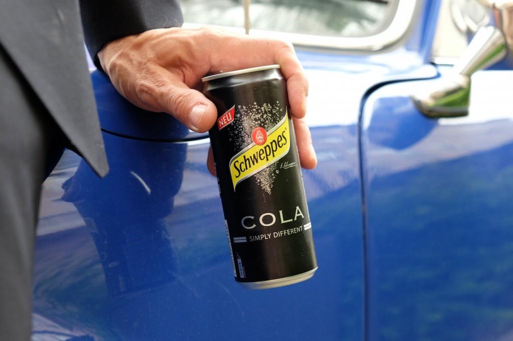 Die kleine Schwarze: Schweppes Cola