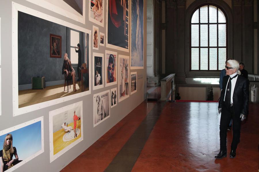 Modefotos im ehrwürdigen Palazzo Pitti: Karl Lagerfeld geht durch seine Ausstellung