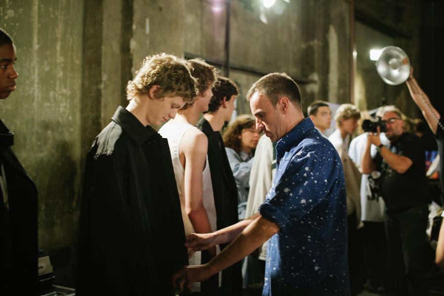 Backstage bei Raf Simons