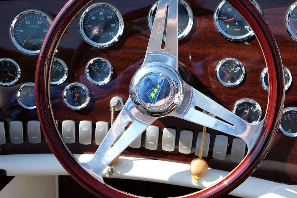 Das Cockpit des Pedrazzini Boots
