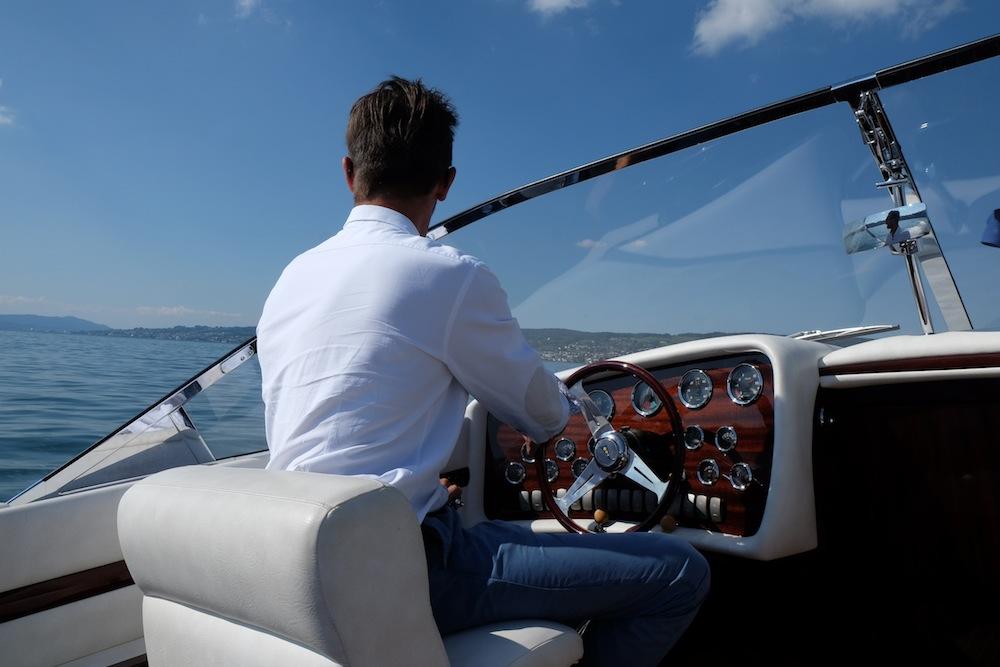Hinter Steuer eines Pedrazzini-Boots - ein Traum!