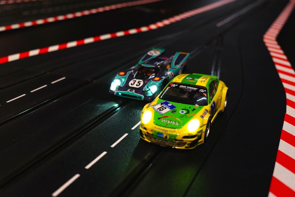 Für Tempo-Fans: die Carrera Bahn