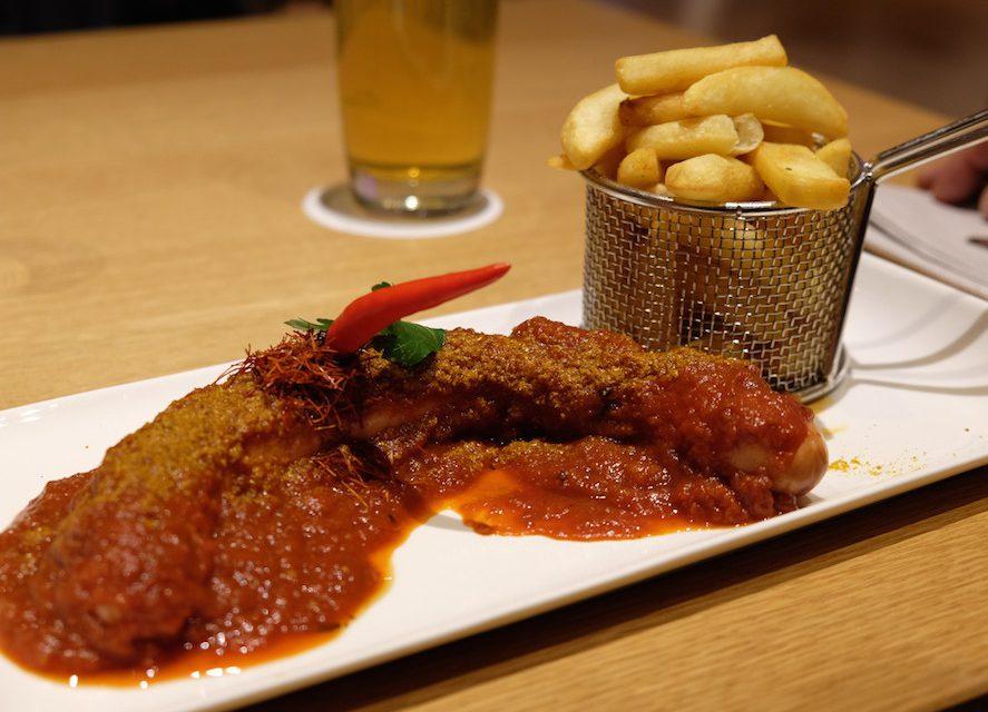 Einfach, aber lecker: Currywurst mit Pommes