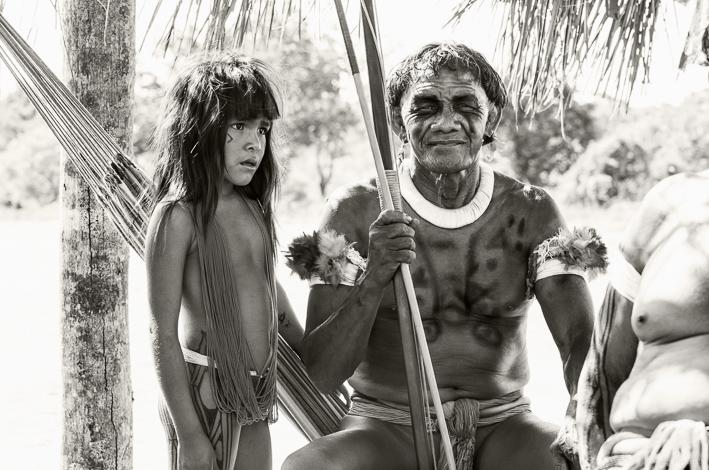 In einer anderen Welt: ein Kalapo mit einem jungen Mädchen