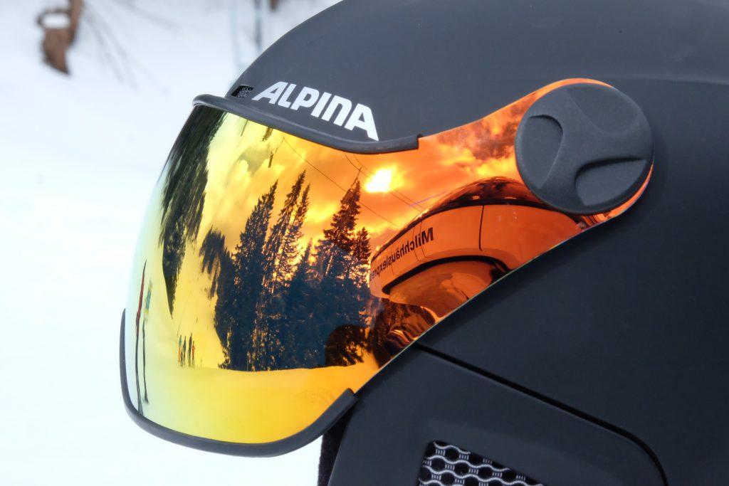 Absolut angesagt, der Skihelm mit Visor von Alpina