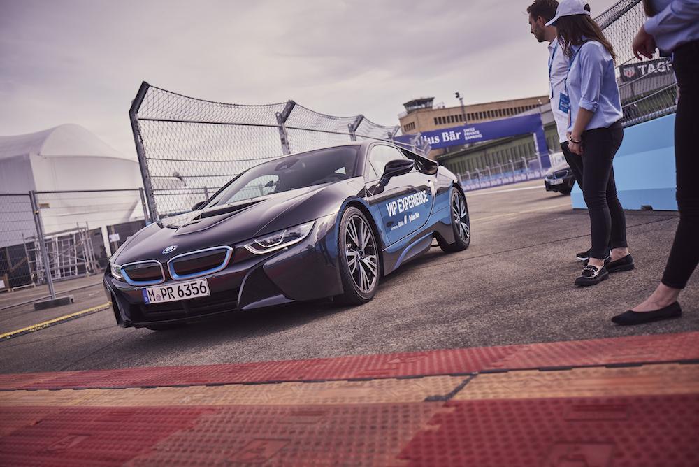 Ich durfte selbst einen BMW I8 über den Racetrack steuern