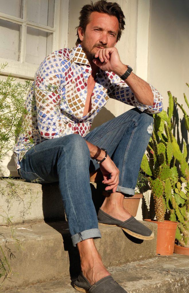 Destroyed Jeans und ein cooles Hemd von Broska - fertig ist der Sommerlook!