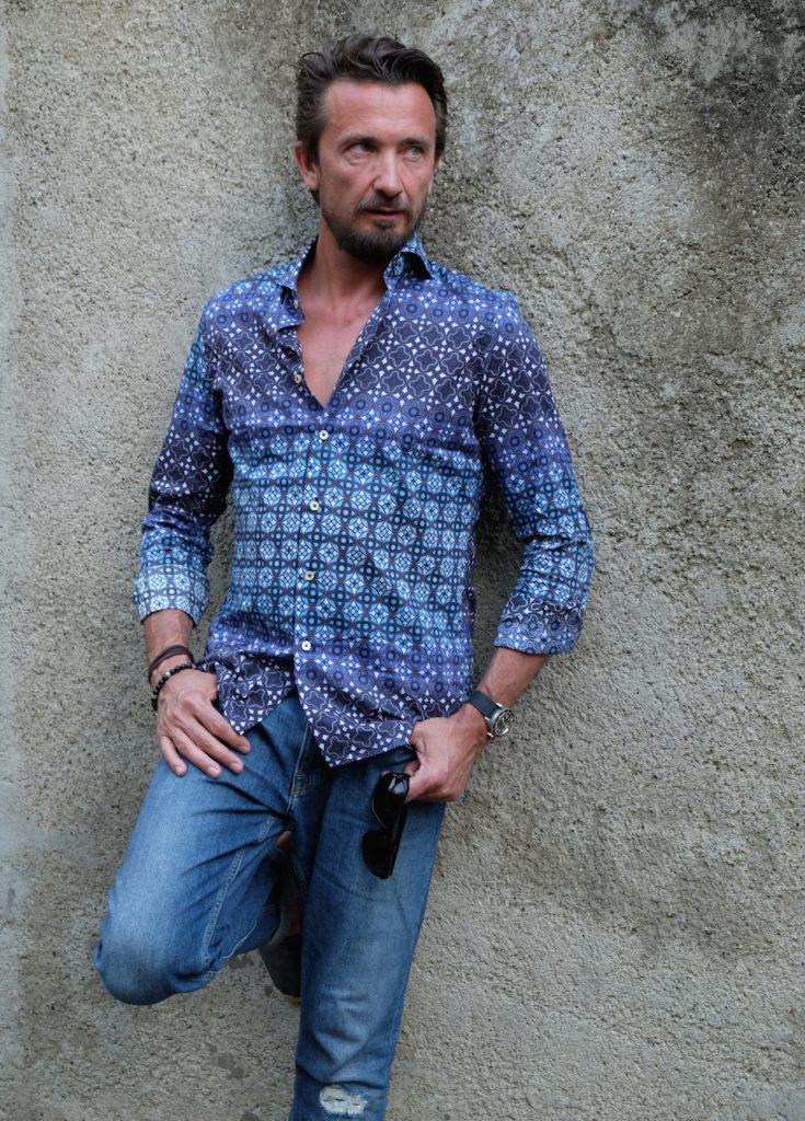Blogger Bru trägt ein Hemd von Broska