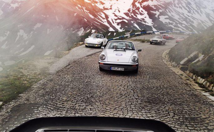 Mit alten Autos auf dem Pass: Mondino Transalpino