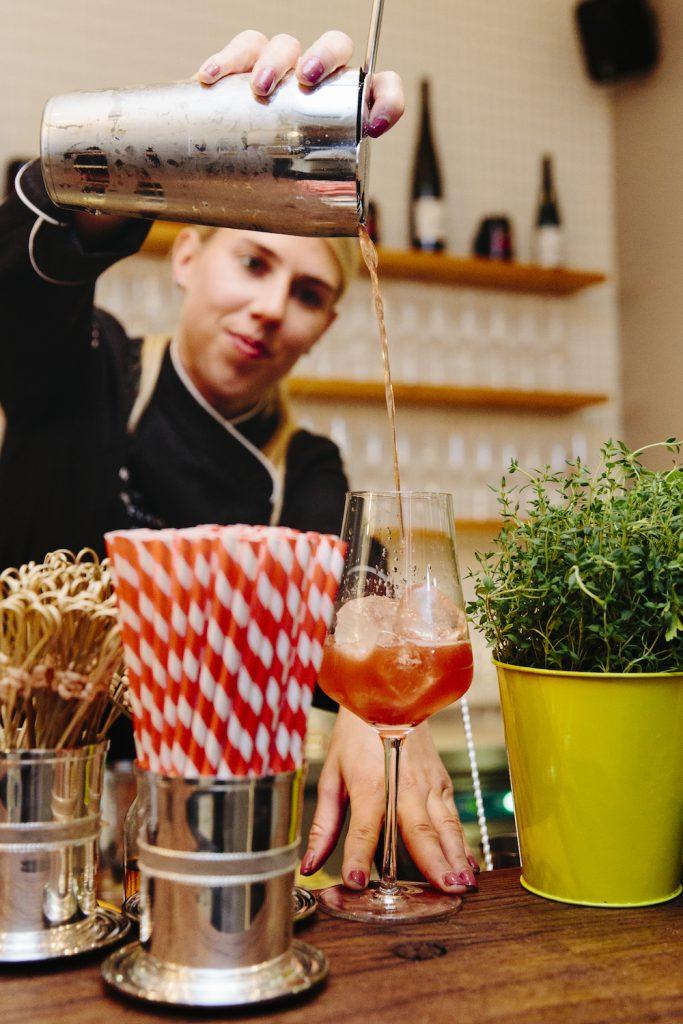 Bartenderin Meike Zimmermann mixt die tollsten Drinks!