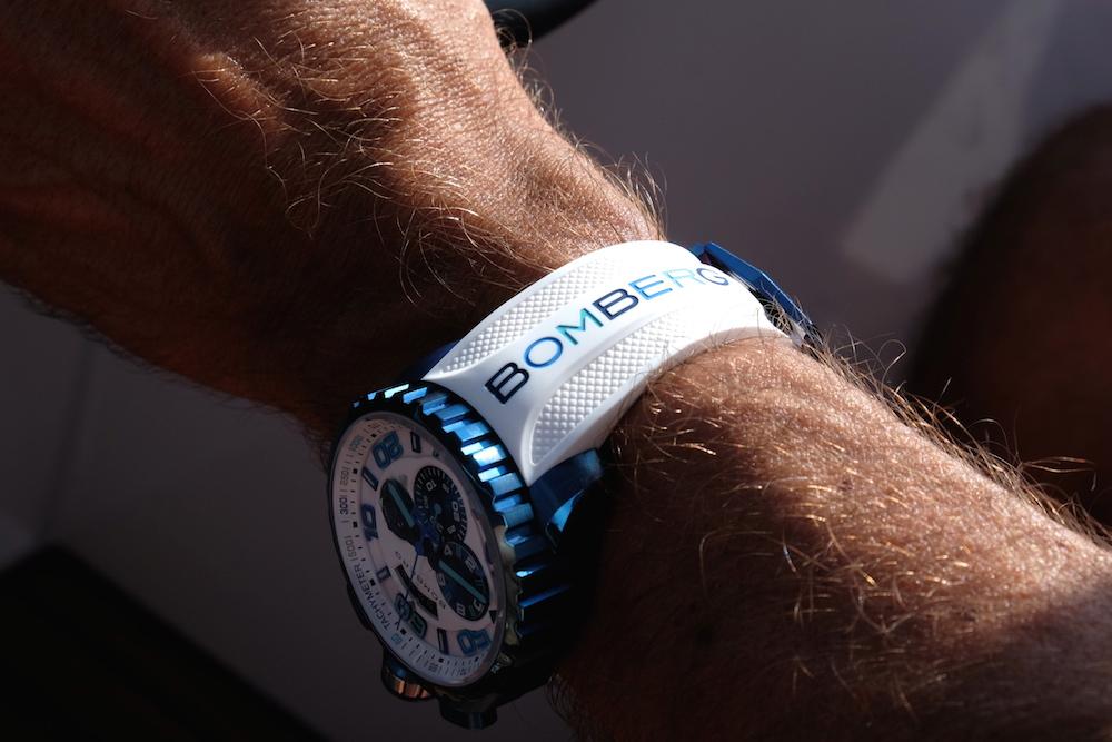 Sieht immer perfekt aus: das weiße Gummi-Armband