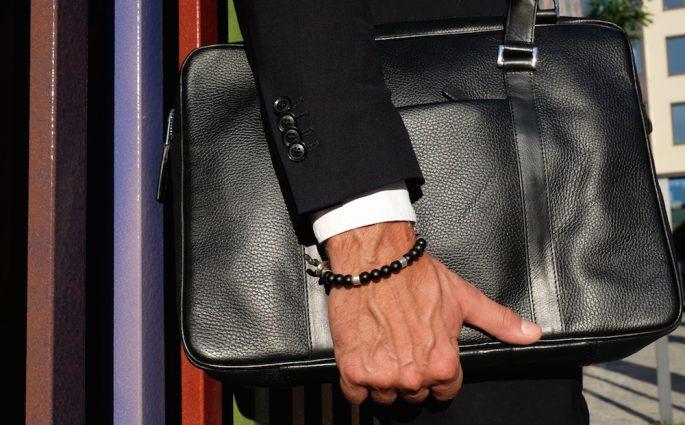 Mann braucht eine vernünftige Business-Tasche