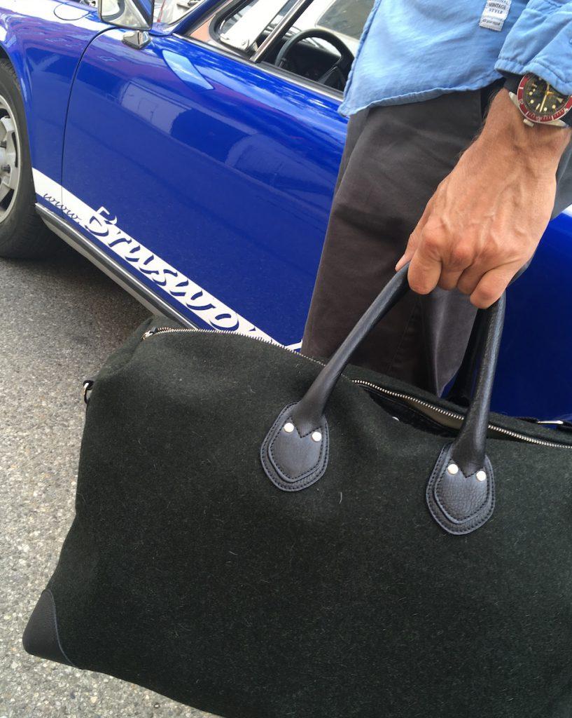 Die Tasche passt auch perfekt zum Sportwagen...