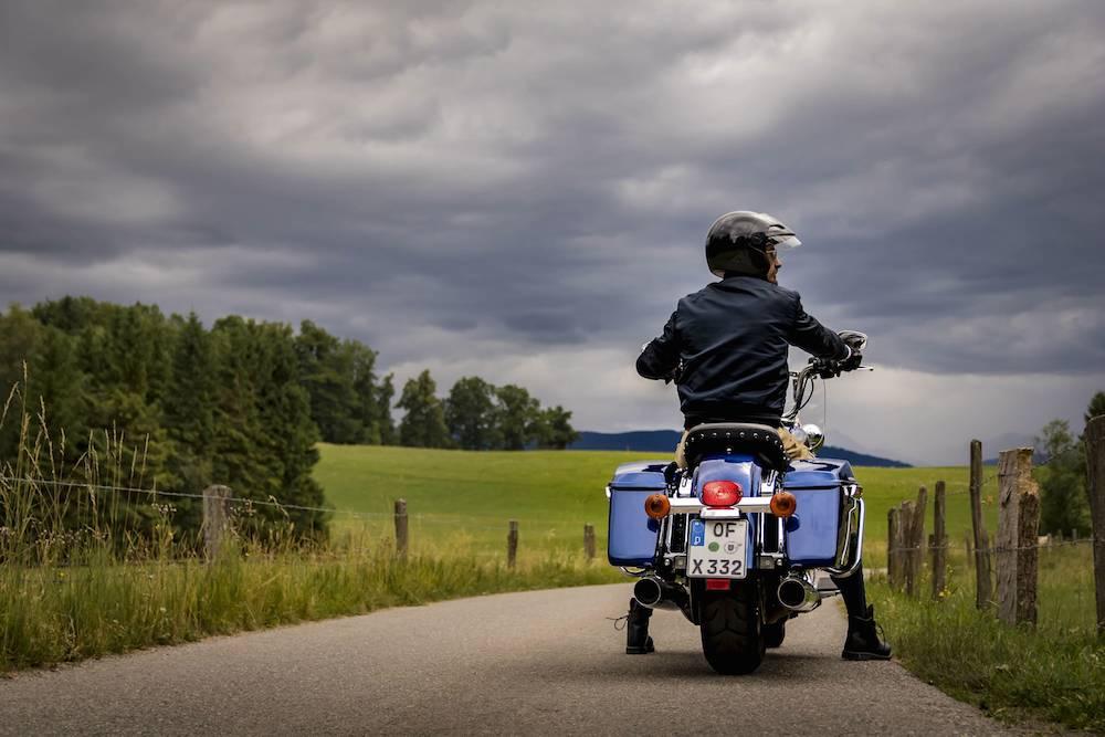 Hinaus aufs Land mit der Roadking von Harley-Davidson
