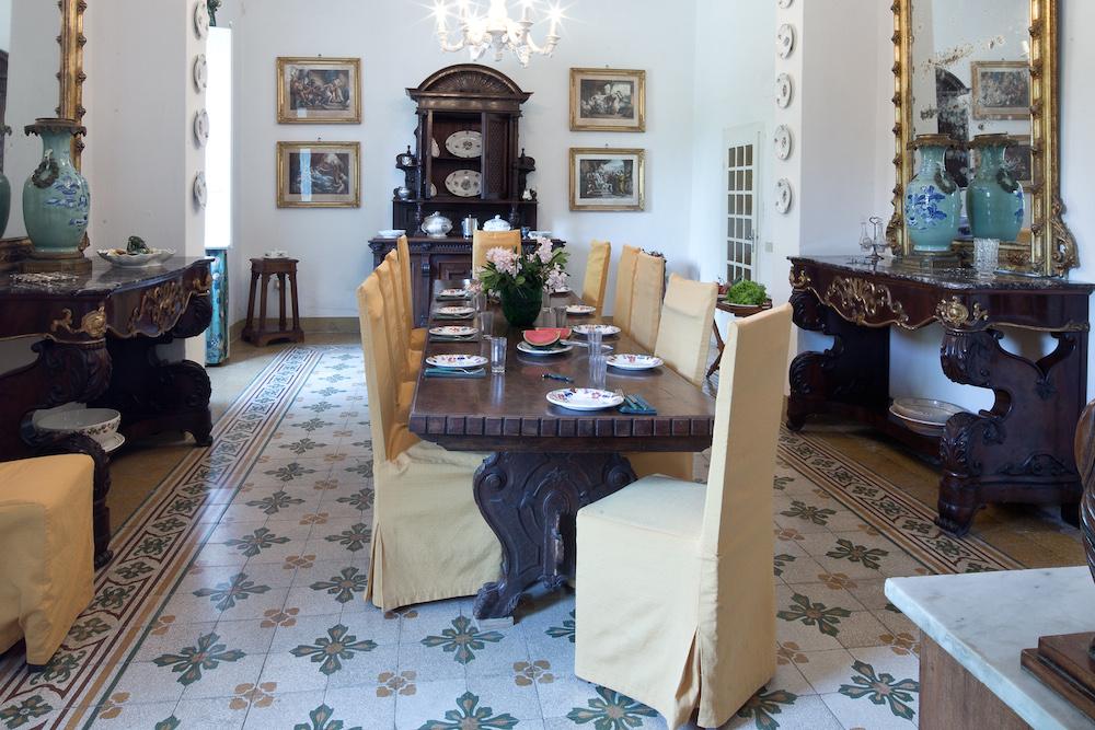 Der Speisesaal der Villa, wie aus einer anderen Zeit...