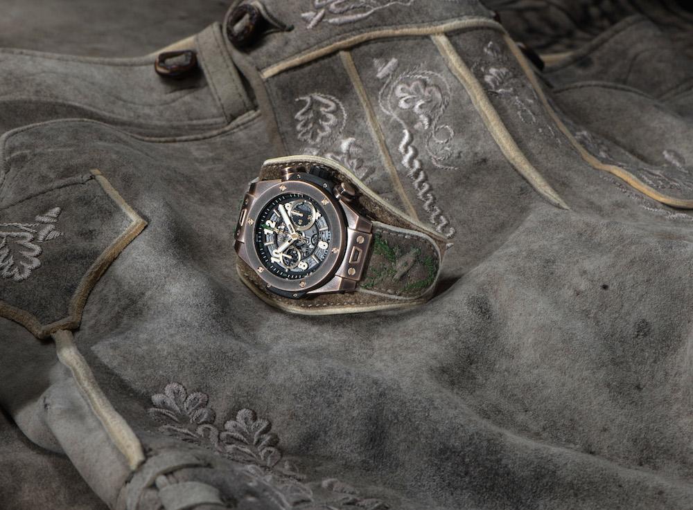 Das Armband ist aus dem gleichen Leder wie die Meindl-Lederhosen