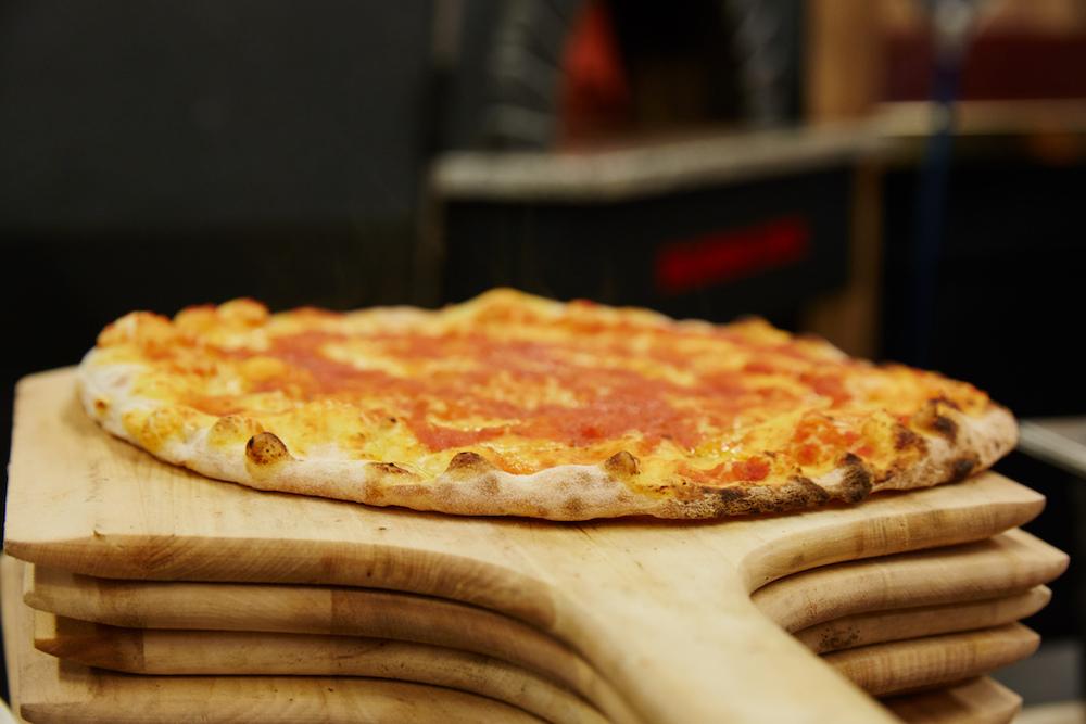 Holzofen-Pizza gibt es auch weiterhin im Riva