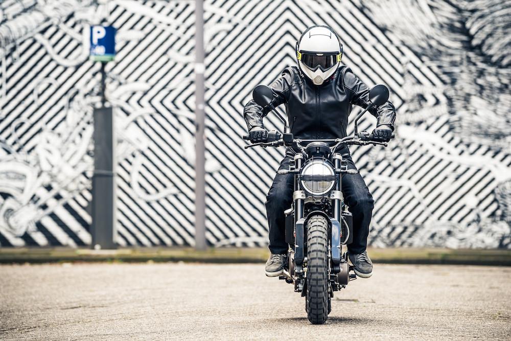 """""""Schwarzer Pfeil"""": die Husqvarna Motorcycles Svartpilen"""