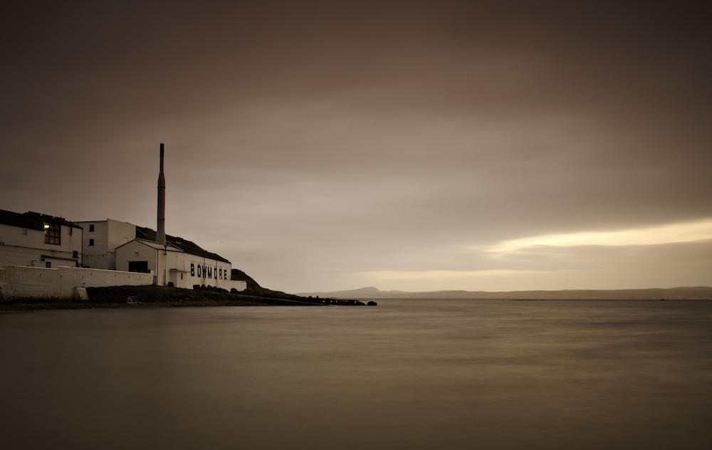 Die Destillerie Bowmore liegt am Meer
