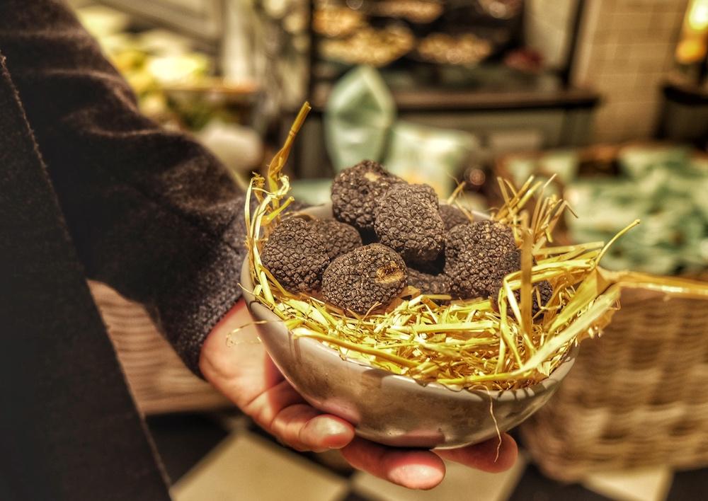 Für Trüffelnudeln braucht man echte Trüffel aus dem Piemont!