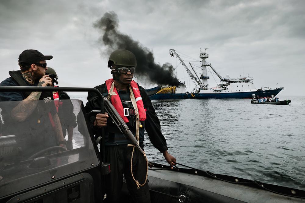 Patrouille auf der Grenze zwischen Kongo und Gabun. Beim Kampf gegen die illegalen Fangflotten helfen Marinesoldaten.