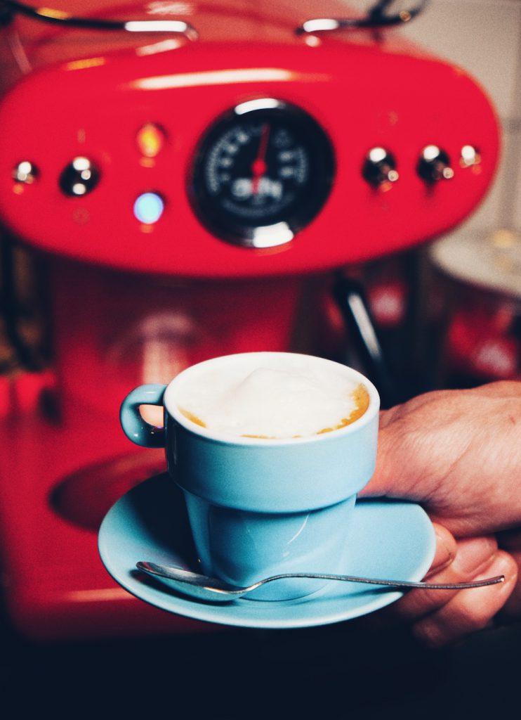 Das Ergebnis: ein Espresso Macchiato wie vom Barista