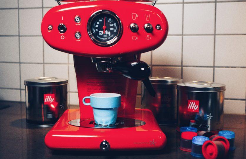Espresso mit Stil: <br>Illy X1 Iperespresso Kaffeemaschine</br>