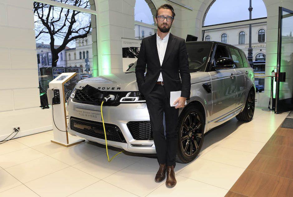 Meine Wenigkeit mit dem Star des Abends - dem neuen Range Rover