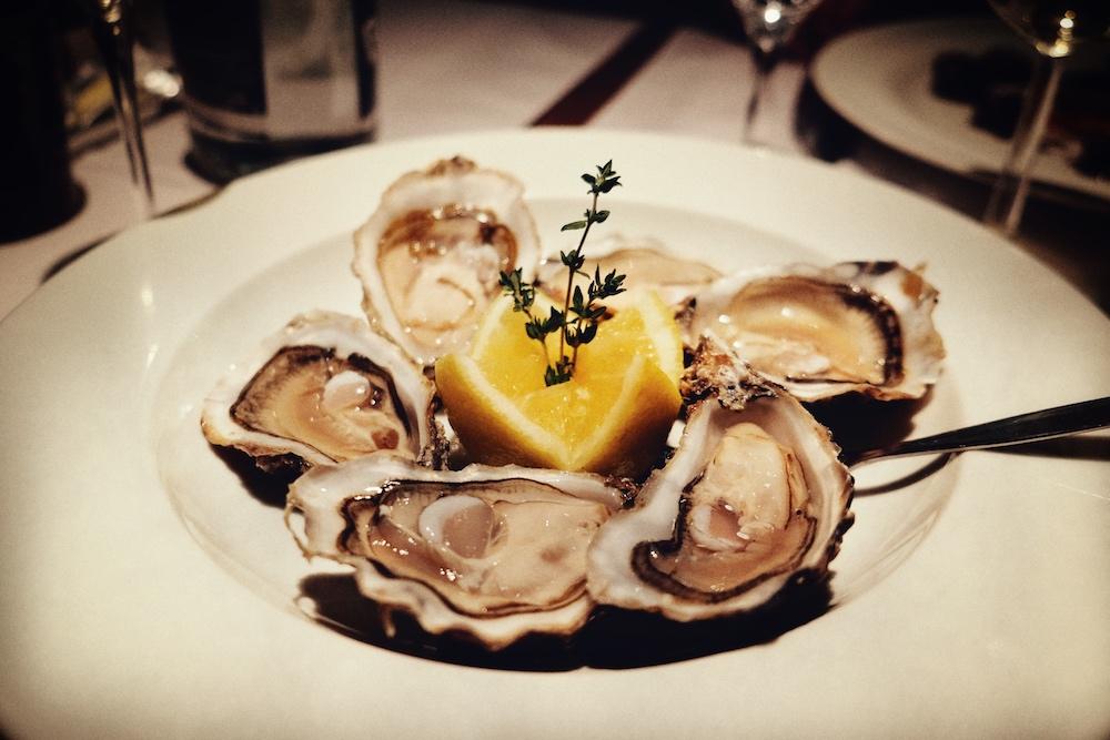 Die Austern schmeckten herrlich frisch und nach Meer