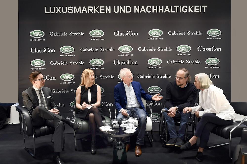 Prominente Talkrunde: Brian Fousse (Marketing Direktor Jaguar Land Rover Deutschland), Mel McWhirter (Design Manager Colur & Materials Land Rover), Oliver Herwig ( Autor und Moderator ), Oliver Holy (CEO von ClassiCon), Gabriele Strehle (Modedesignerin)