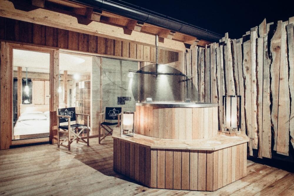 Spaßige Idee: Manche Zimmer haben einen Hot Tub auf der Terrasse