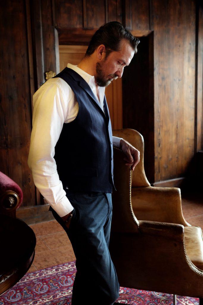 Ein perfektes Outfit von Eduard Dressler mit Hose und Weste