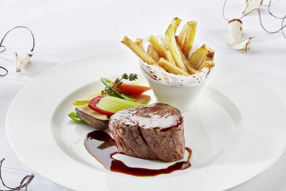 Das Steak schmeckt köstlich in Schloss Mittersill