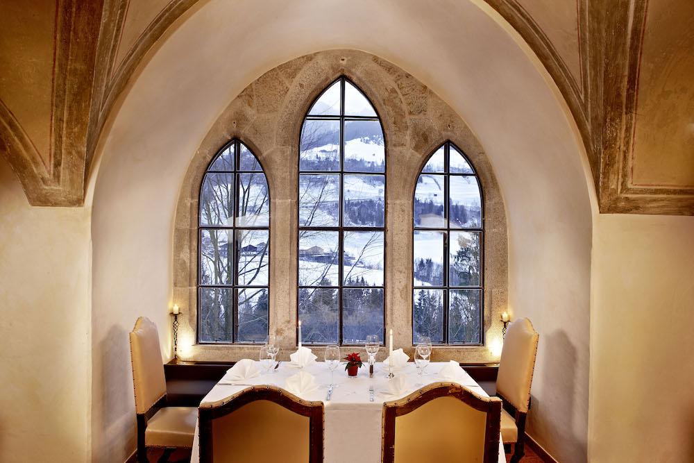Auf Schloss Mittersill kann man In historischer Kulisse speisen
