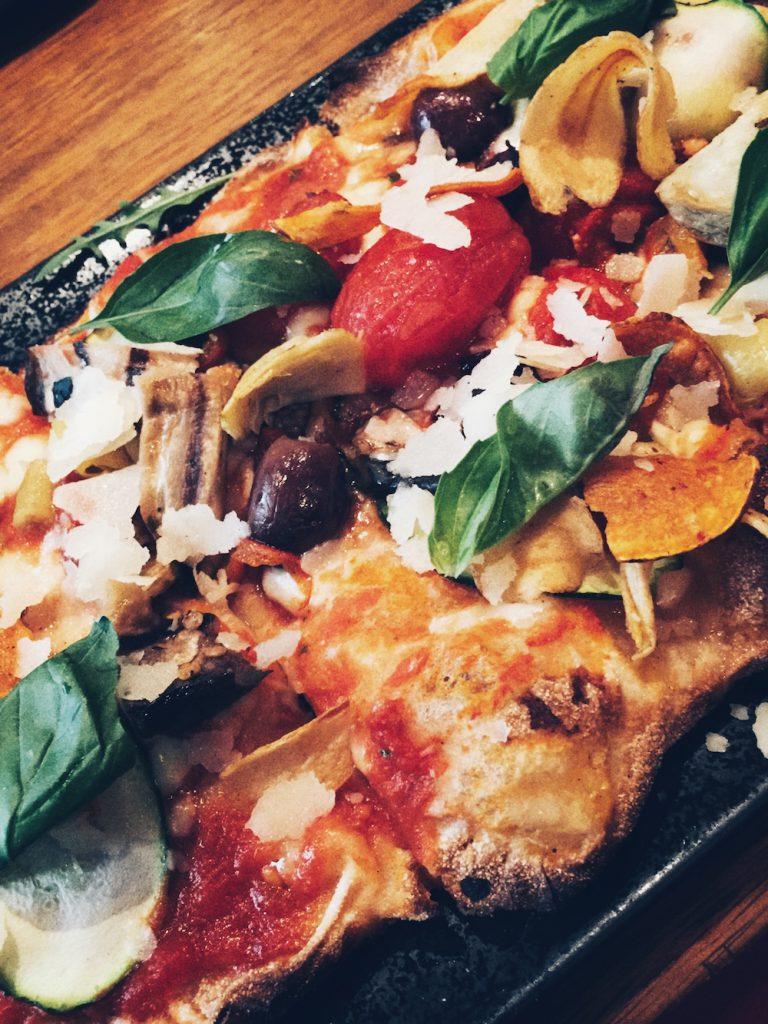 leckere Pizza im Tafel und Zunder