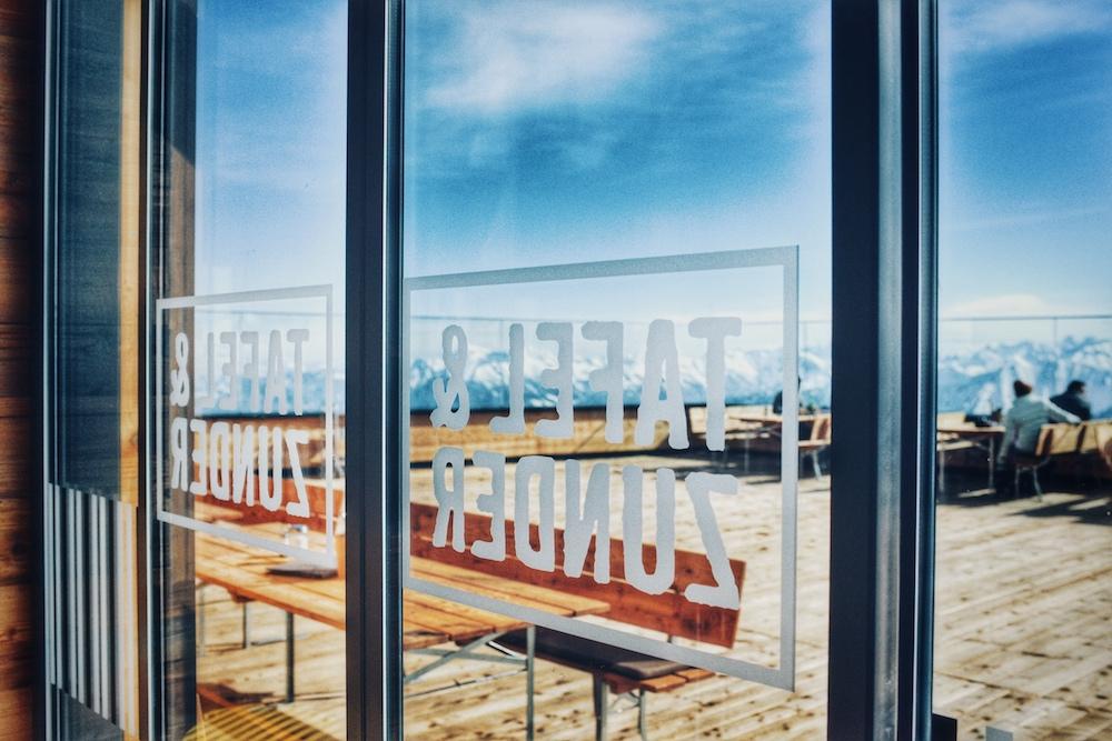 Blick auf die Terrasse vom Tafel & Zunder