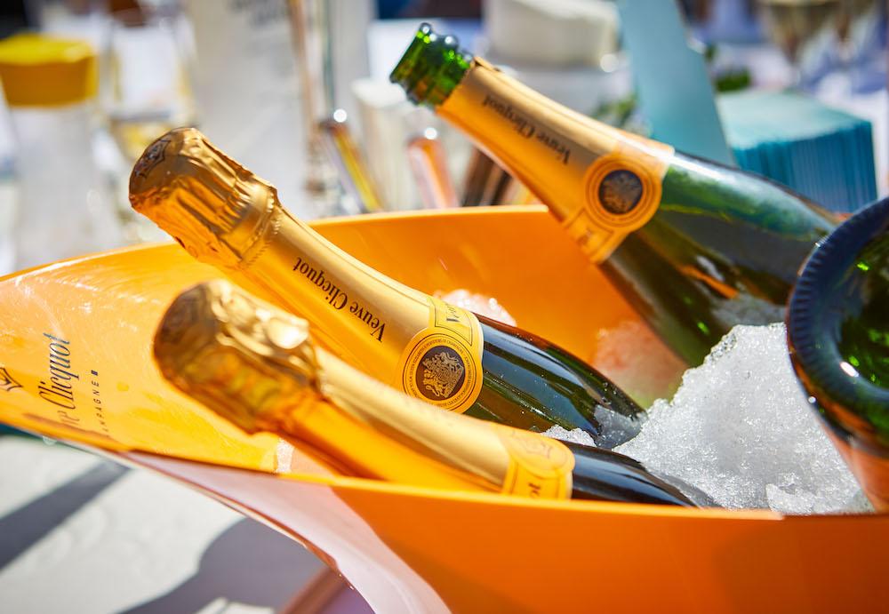 Eisgekühlter Champagner von Veuve Cliquot bei den White Pearl Mountain Days