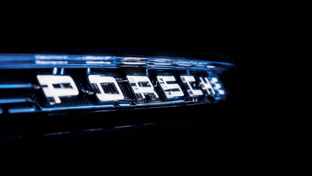 Porsche Schriftzug am Heck des Porsche E Cross Turismo