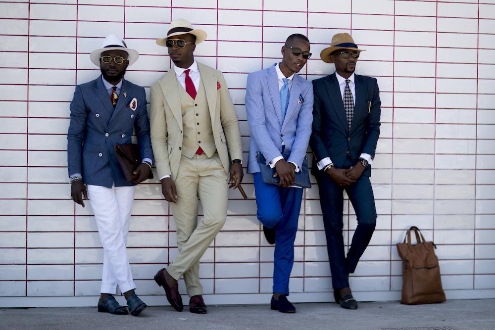 Männer in Anzug und Krawatte