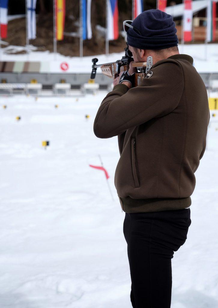 Bru beim Schießen in der Biathlon Arena Lenzerheide