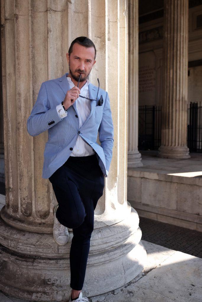 Blogger Bru im Sakko von Eduard Dressler