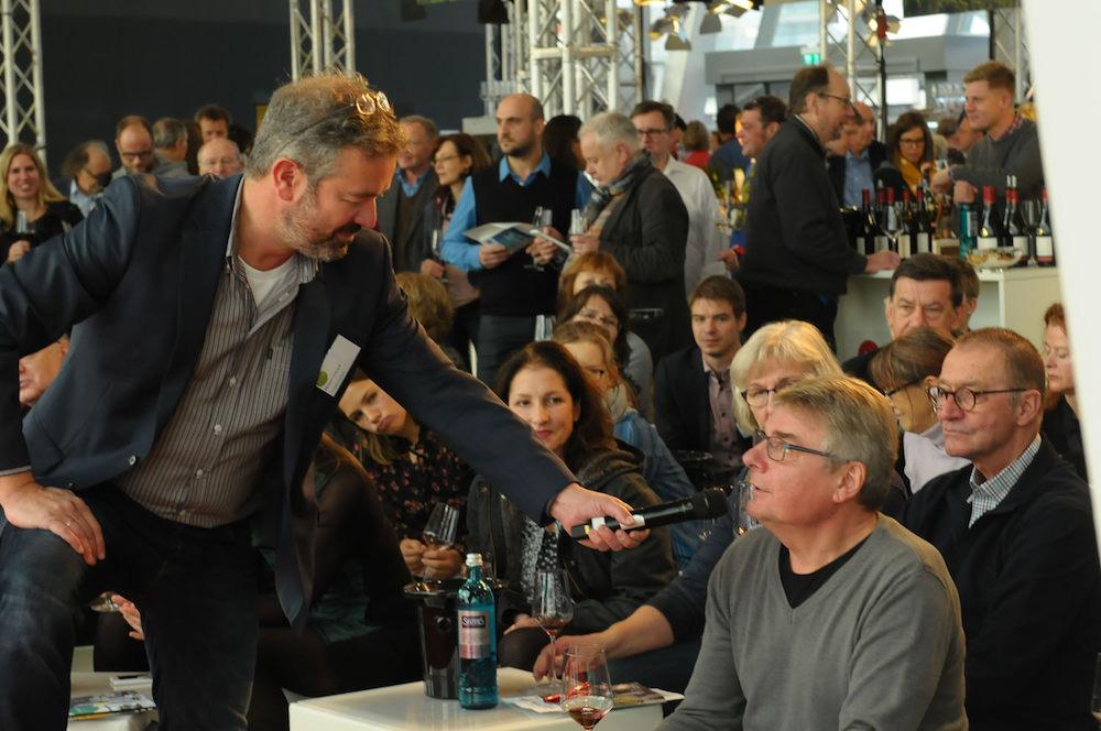 Wanderexperte Manuel Andrack bei der WeinTour